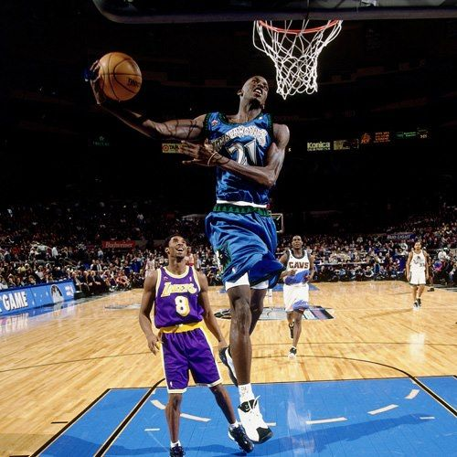 Young All Stars In The 1998 Nba All Star Game A Young Kevin Garnett Shows First Year All Star Kobe Bryant How Minnesota Timberwolves Kevin Garnett Nba Stars
