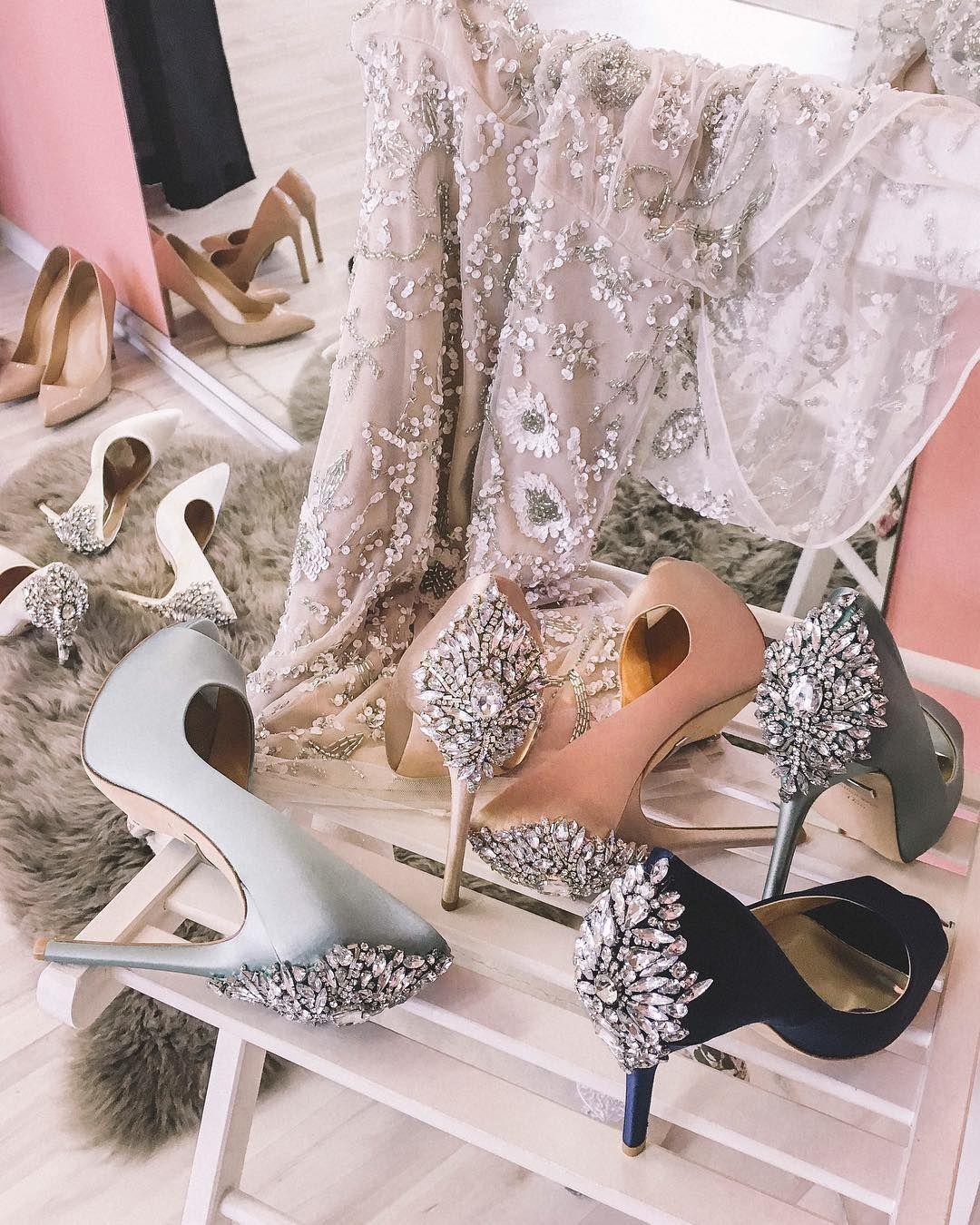 aaa196d9bff 10 самых крутых туфель для свадьбы  Badgley Mischka Kiara blue and pink  Wedding Shoes