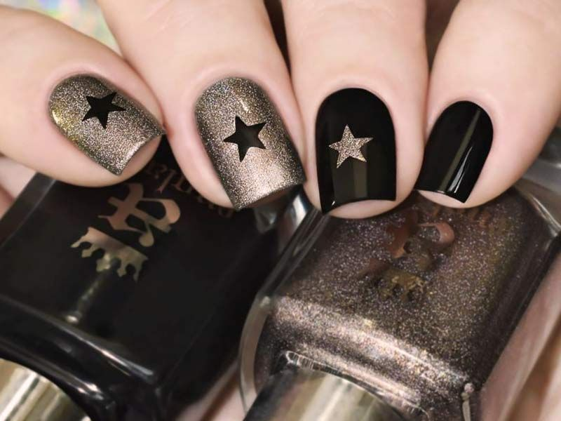 27 Star Nails Art Ideas For Your Brilliant Look Star Nail Art Black Gold Nails Star Nail Designs