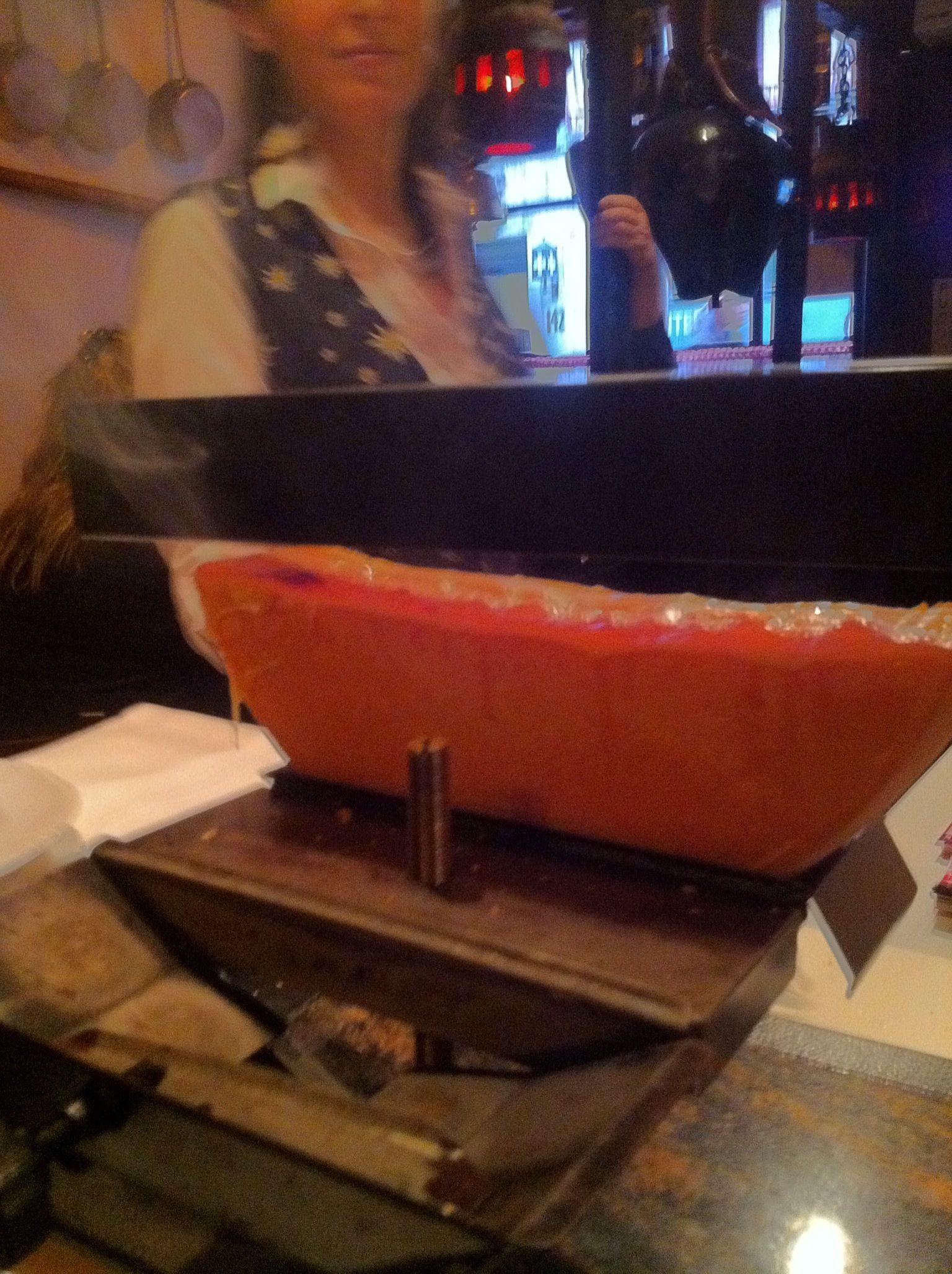 Queso raclette fundido, típico de Suiza