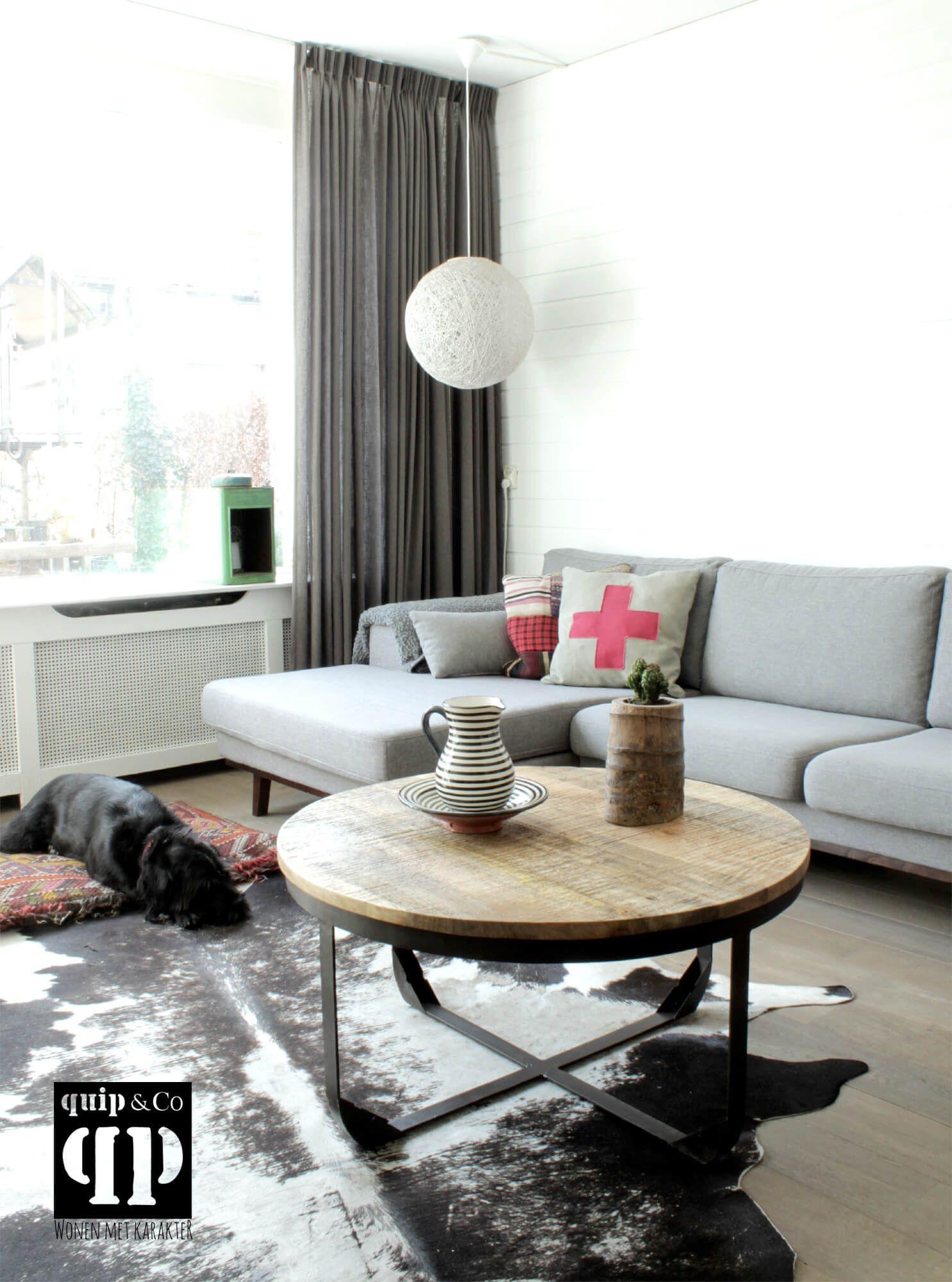 ronde industri le salontafel met massief houten blad en On salontafel kleine woonkamer