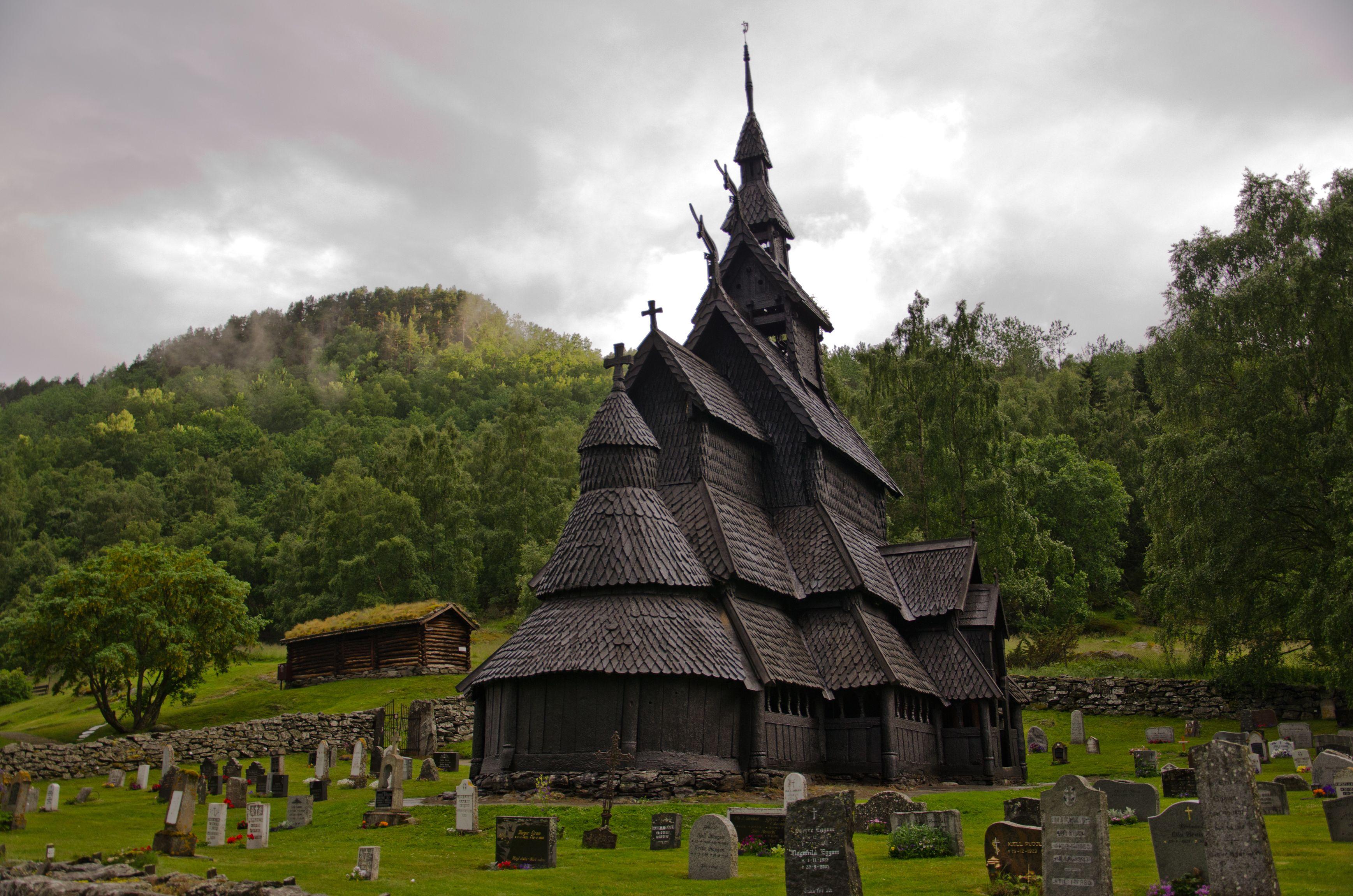 Imagini pentru Biserica Borgund Stave, Laerdal, Norvegia
