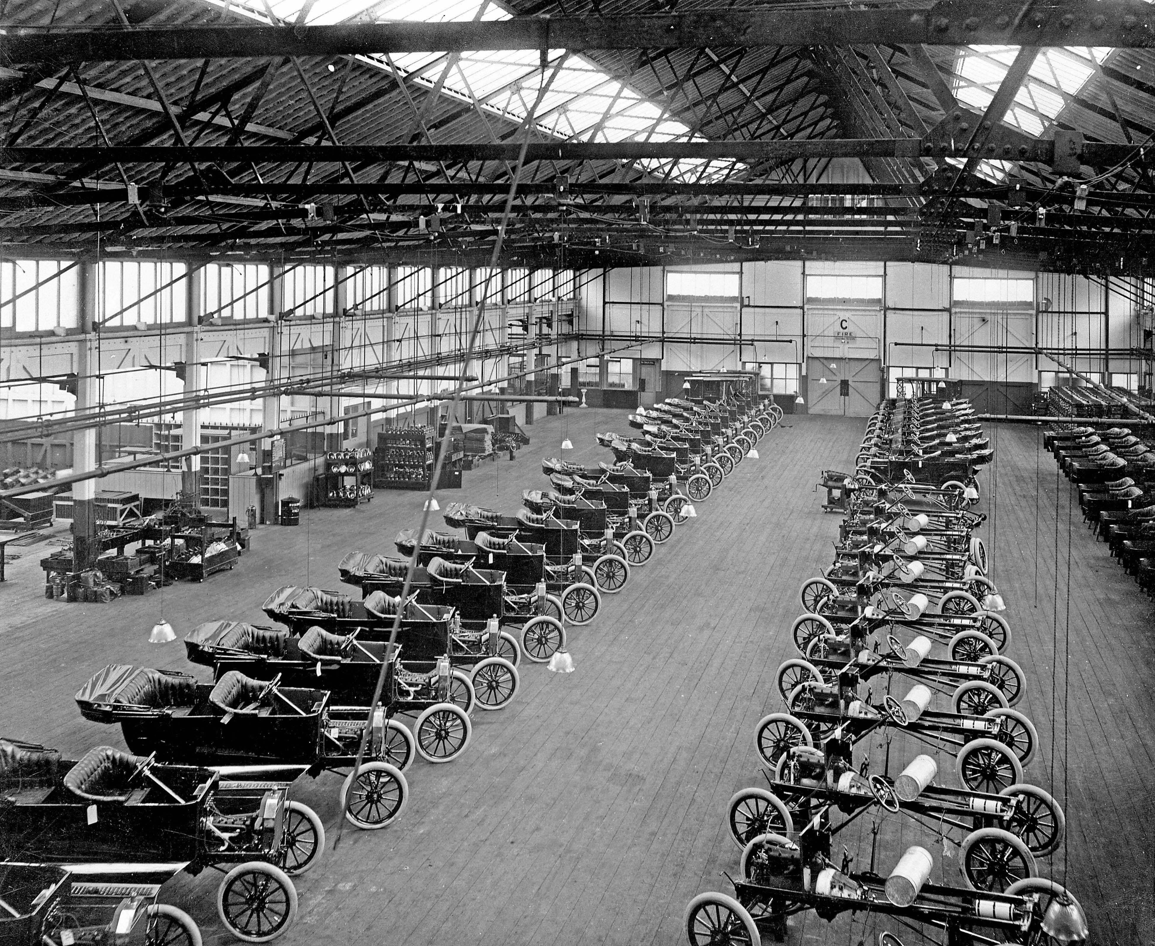 1920s Ford Model T Assembly Line Henry Ford Was Instrumental In