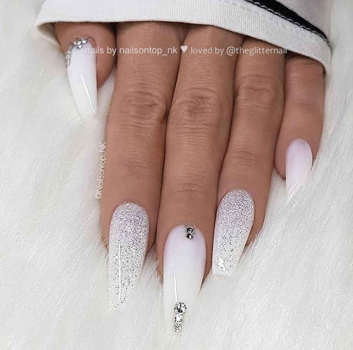 Get Coffin White Christmas Nail Designs Pictures