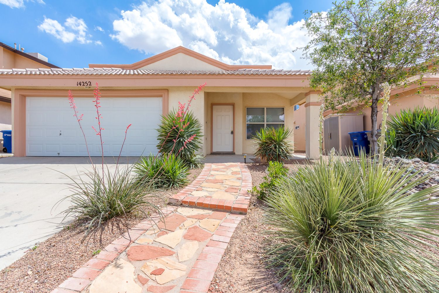 Beautiful Eastside Home For Rent 4 Bedrooms 2 Bath 14252 Spanish Point El Paso Tx 79938 El Paso Renting A House Rent