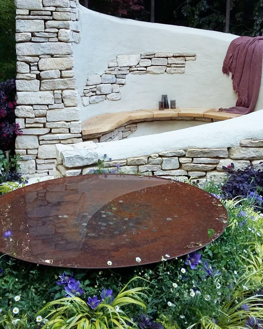 Bilden Kan Innehålla Utomhus Chelsea Flower Show Bird Bath Outdoor Decor