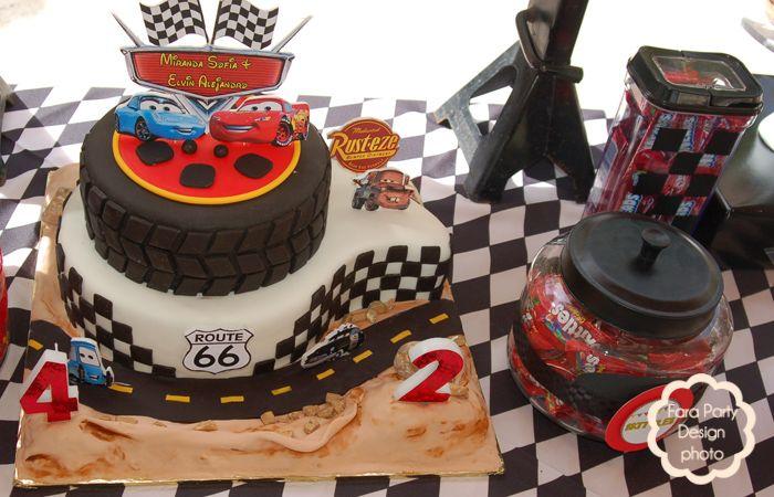 Imagen de http://atozebracelebrations.com/assets/Cars-Unisex-Candy-Buffet-by-Fara-Party-Design-2.jpg.