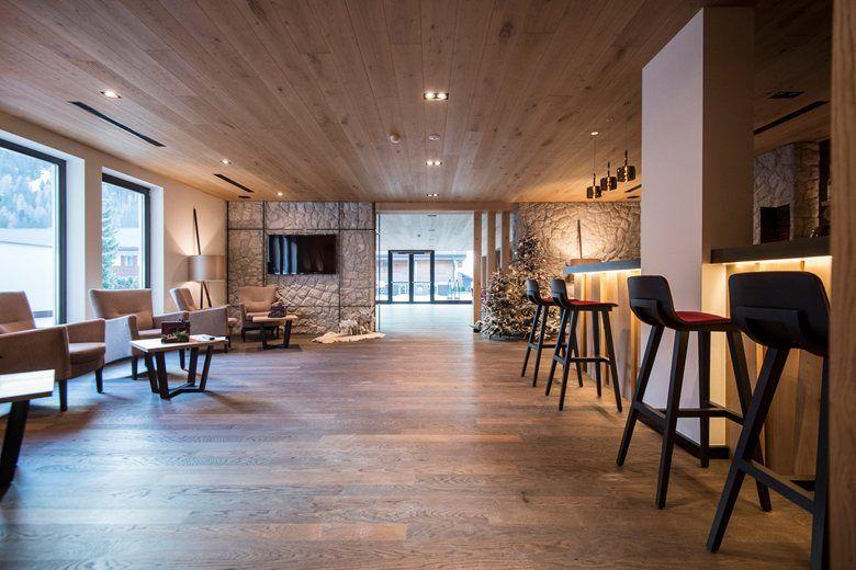 Bar at the hotel biancaneve in selva di val gardena for Design hotel val gardena