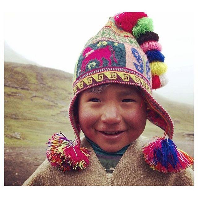 Niño del Antiplano peruano con su hermoso gorro colorido llamado CHULLO f9d1a7a6fd0