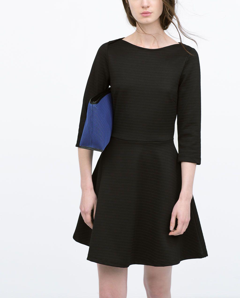Vestido negro vuelo zara