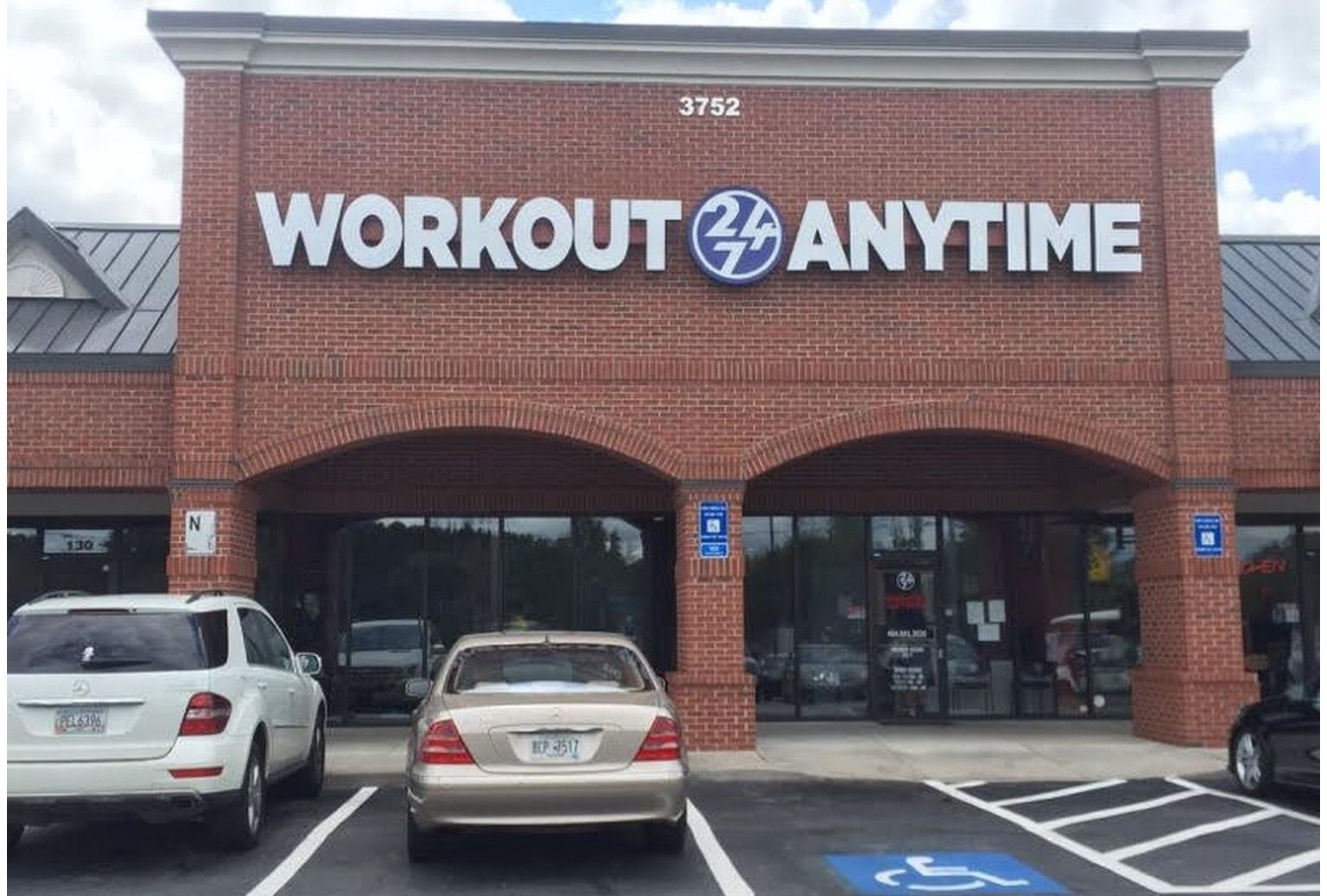 Workout Anytime Cascade Atlanta Georgia Free Wi Fi Hydromassage Certified Personal Trainers Re Anytime Fitness Trx Suspension Training Fitness Center Gym