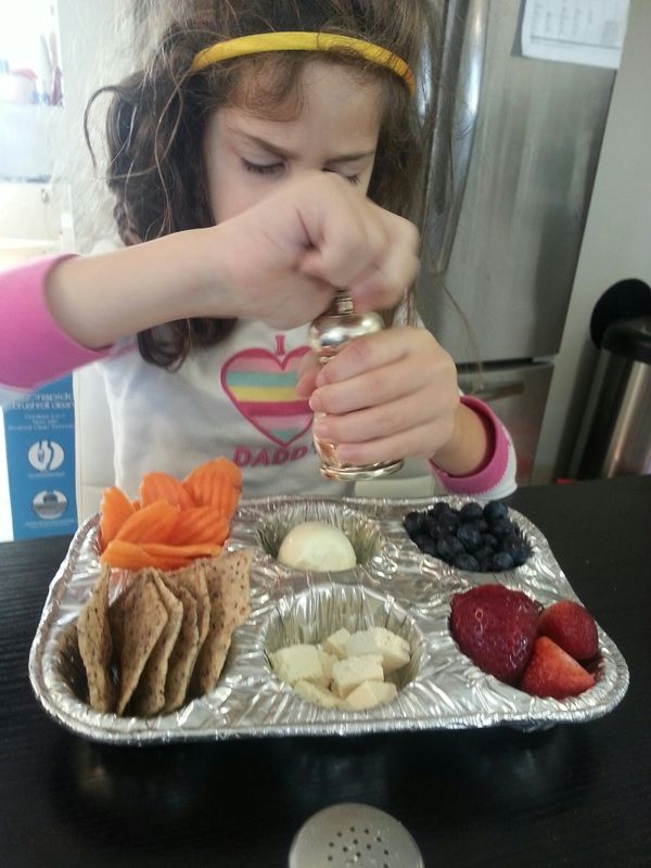http://www.LIFitMoms.com/1/post/2014/03/portable-snack-trays.html