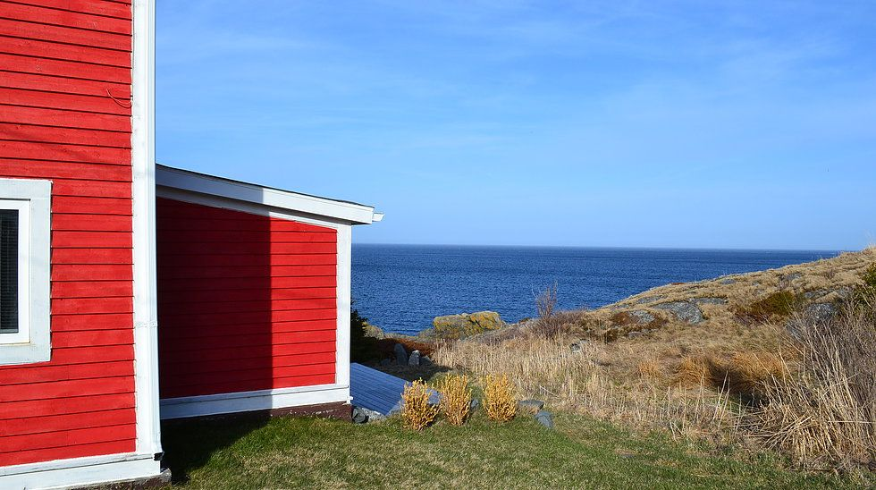 oceanfront vacation rental, cottage on oceanfront cliff