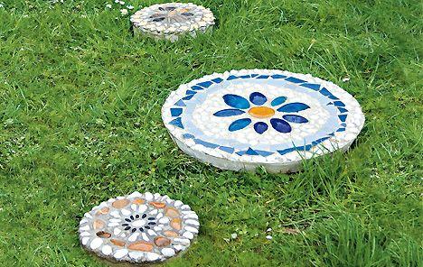 trittsteine: mosaik im garten - basteln | garten | pinterest, Garten und Bauen