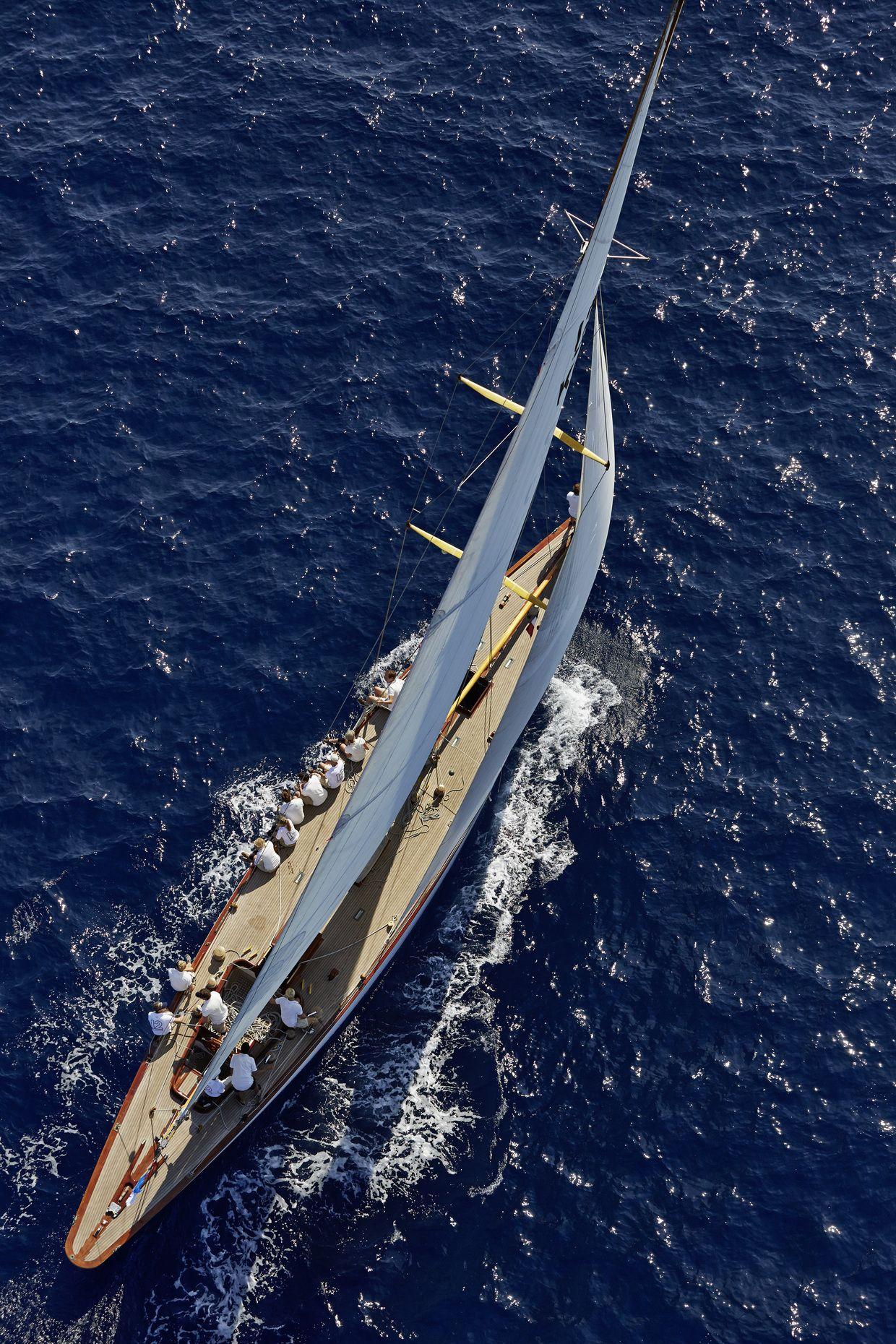 Bavaria 37 cruiser in Marina Veruda Yachtcharter