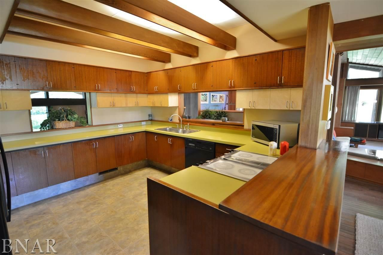 Kitchen Dining Area 1 1226 E Empire Bloomington Il 61701 Mid Century Modern House Zillow Large Kitchen