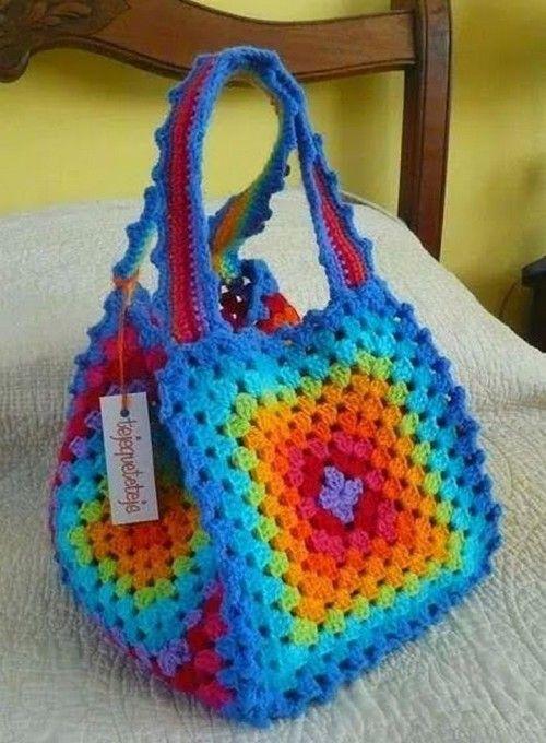 Patrón para tejer bolso a crochet en hilos en tonos arcoiris. Bolso ...