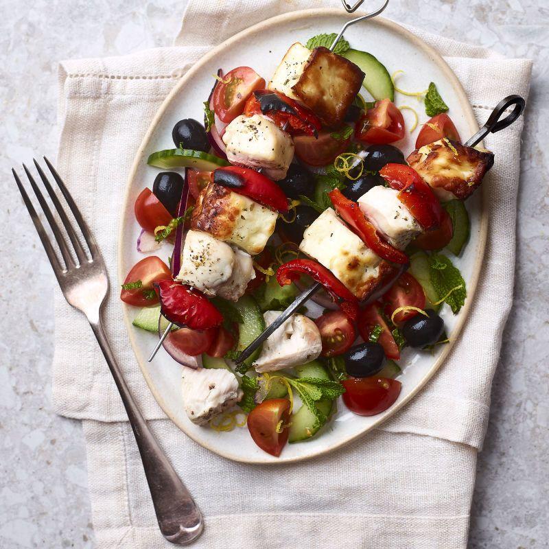 Chicken Halloumi Skewers With Greek Salad Healthy Recipe Ww Uk Recipe Chicken And Halloumi Hallumi Recipes Halloumi