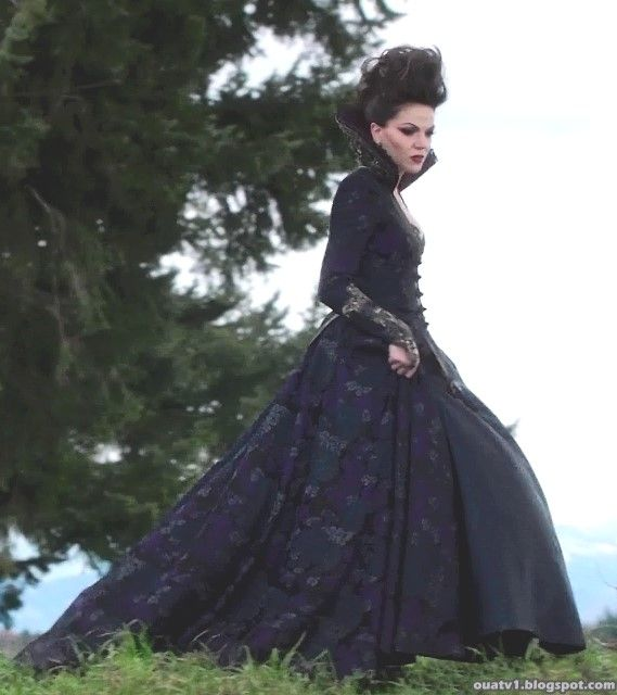 OUAT Most of the time I don\'t really like the Evil Queen\'s outfits ...