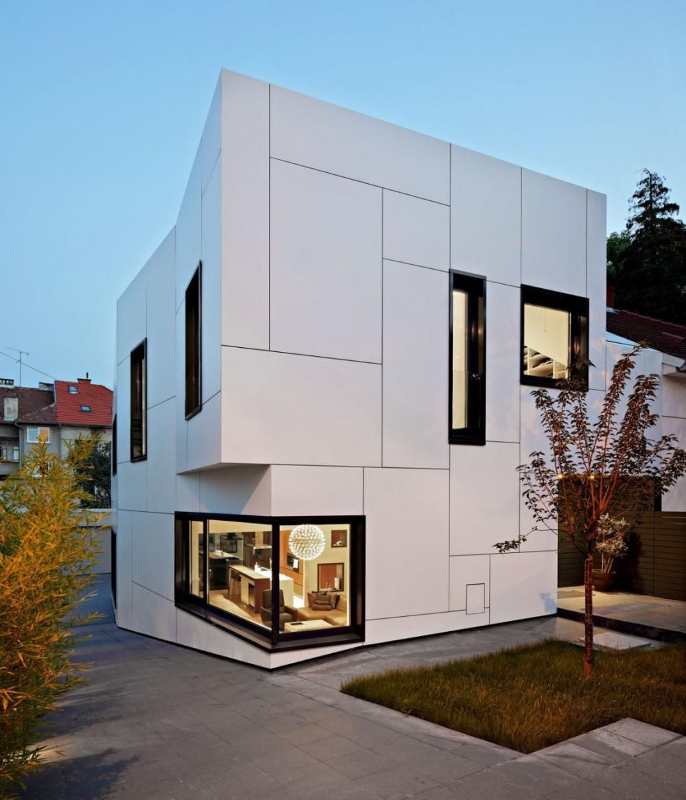Box shaped house design with elegant exterior wall white for Wall design outside house