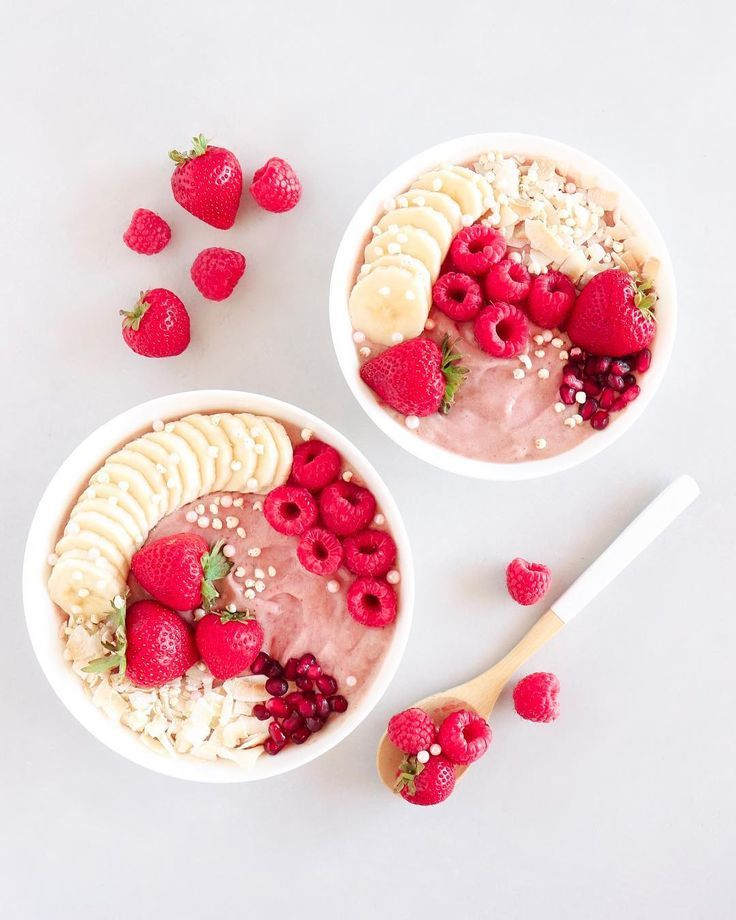 strawberry smoothies 🌸🍓🍌 Happy Monday! What did you have for breakfast this morning? 💭 These bowls are a blend of three frozen bananas, on... - -
