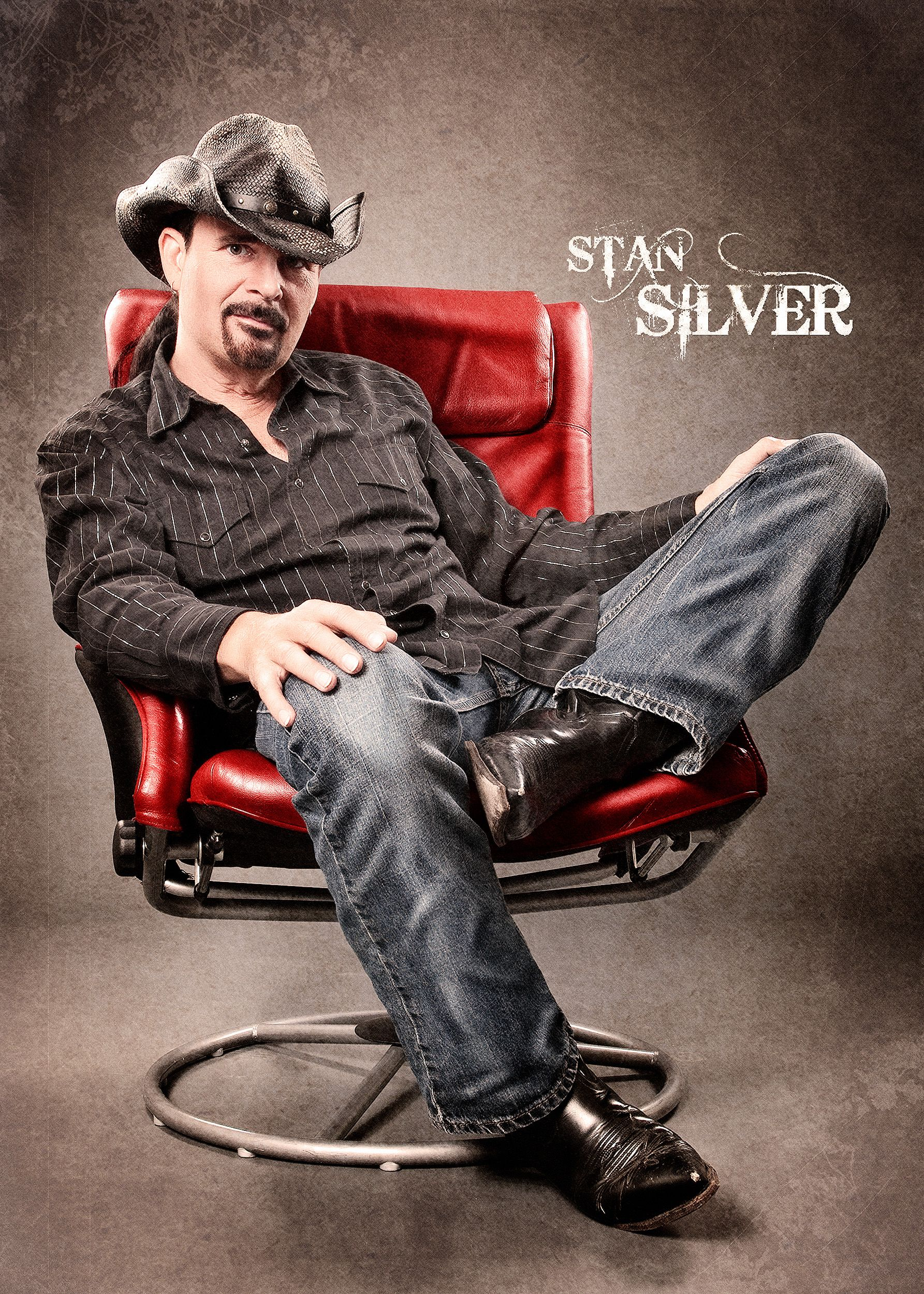Fotoshooting Sessel Stan Silver Auf Roter Sessel Stan Silver Ist Musiker Sänger Und