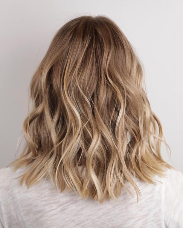 JOHNNY RAMIREZ Colorist on Instagram: Lived in color ?? California beach kissed high lights. color @johnnyramirez #livedincolor #johnnyramirez #boxno216 @boxno216 @redken #lighting #lighting #light #blonde #hair