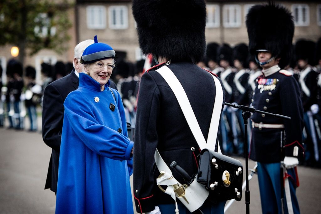 The Queen Of Denmark Presented The Queen S Clock For Guards Johannes Trier Winther Of A Guard Selected As The Service Be Det Danske Kongehus Trier Dronning