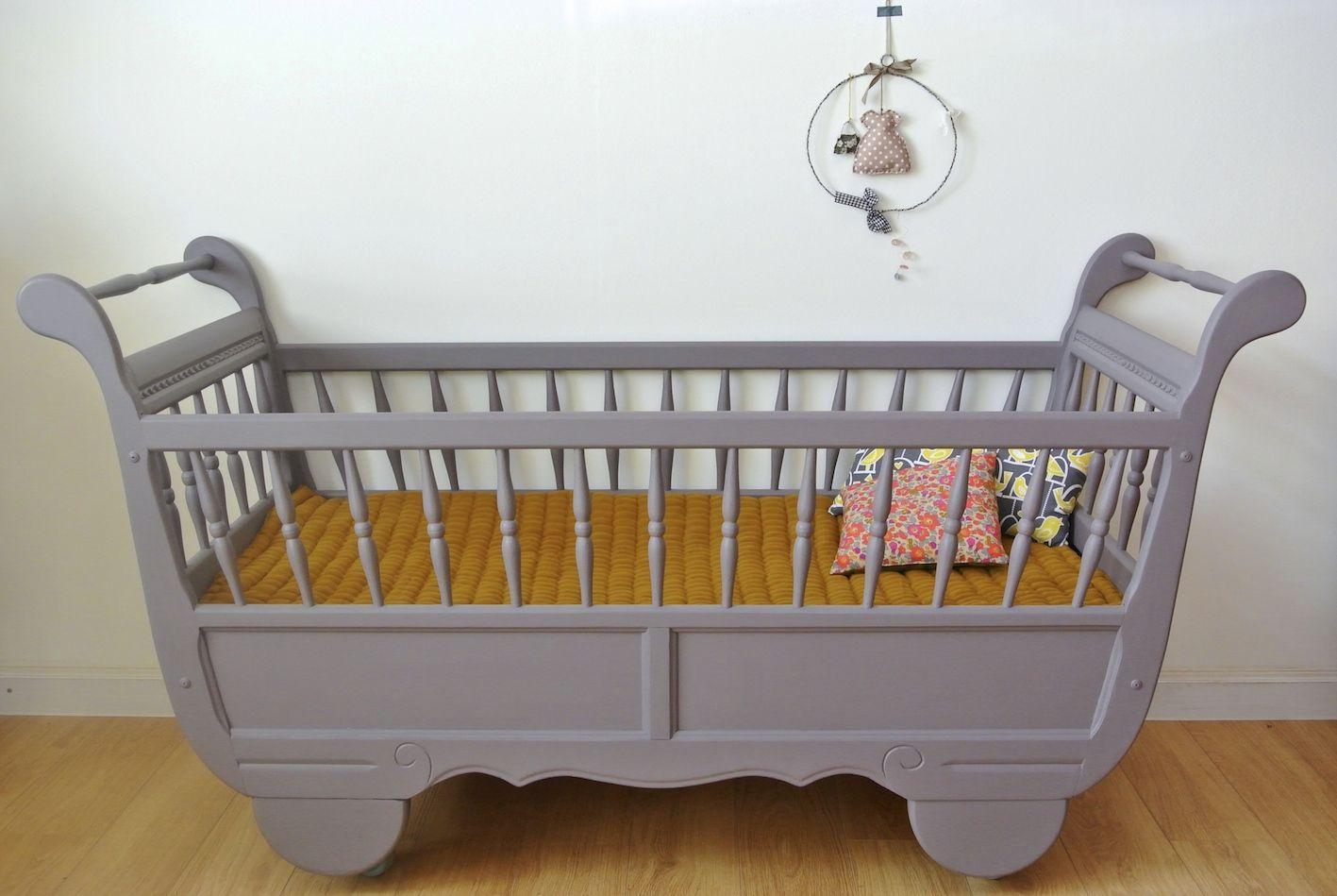 Lit de bébé modèle roulotte sur www.petit-monde.ch