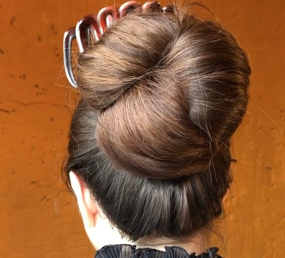 Video Silky Shiny Big Buns Realrapunzels Big Big Bun Hairstyles Buns Shiny Silky Video In 2020 Big Bun Hair Bun Hairstyles Thick Hair Styles