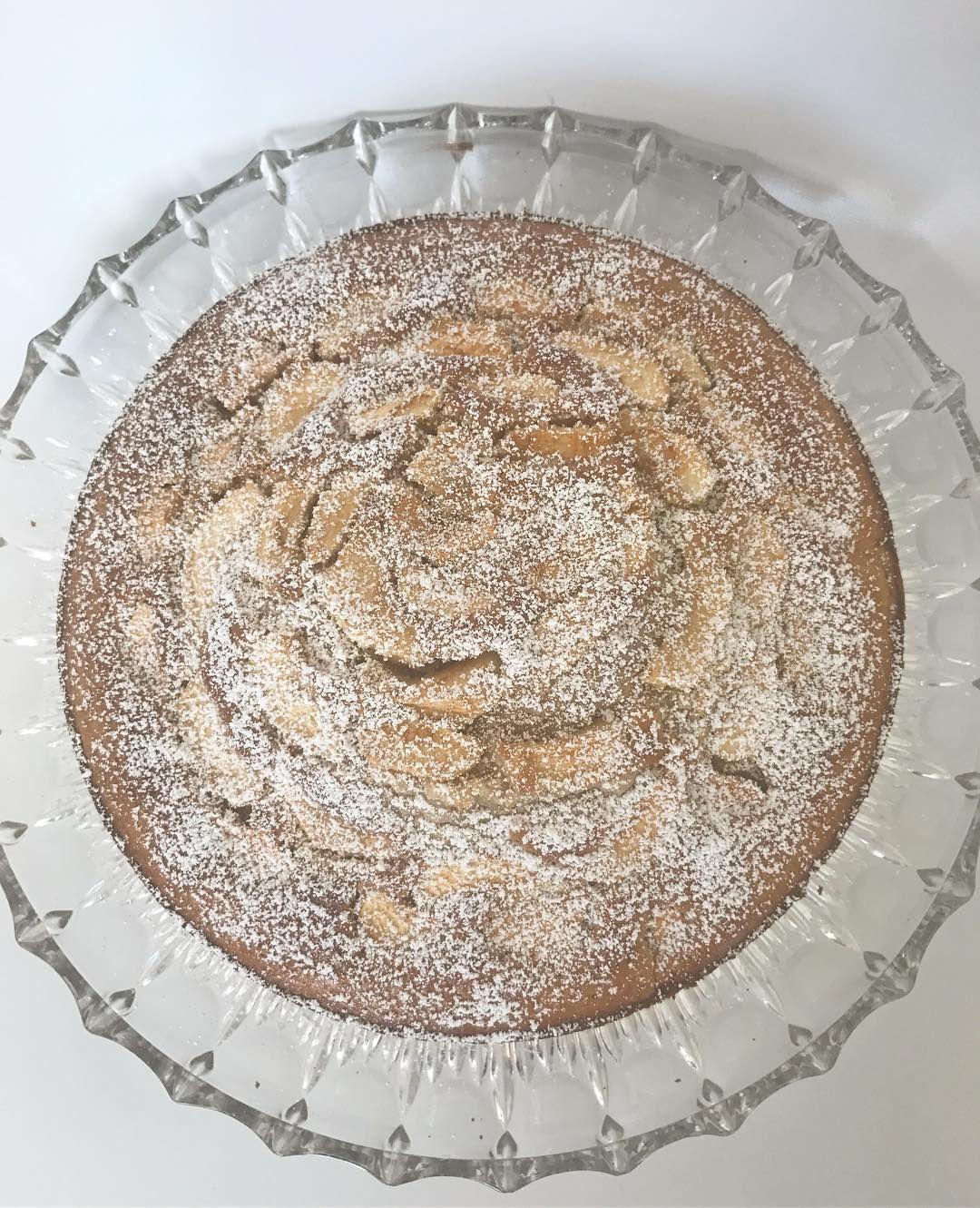 Wir freuen uns nun auf den ersten Kuchen mit eigenen Äpfeln  es waren nur wenge am Bäumchen  #Apfelkuchen #herbst #sonntag #apple #pie #apple #fall #autumn #sunday #hmm #gemütlich #familytime #hyggelig #lecker #yummie #iphone7 #white #baking #backen #potd #instadaily