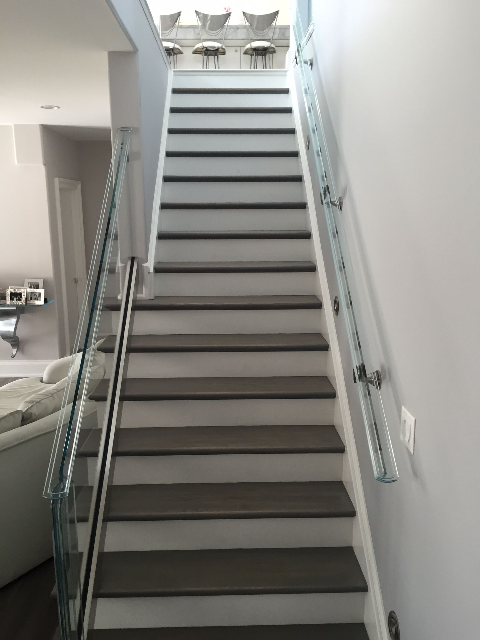 Best White Risers Grey Treads For This Staircase Modern Yet 400 x 300