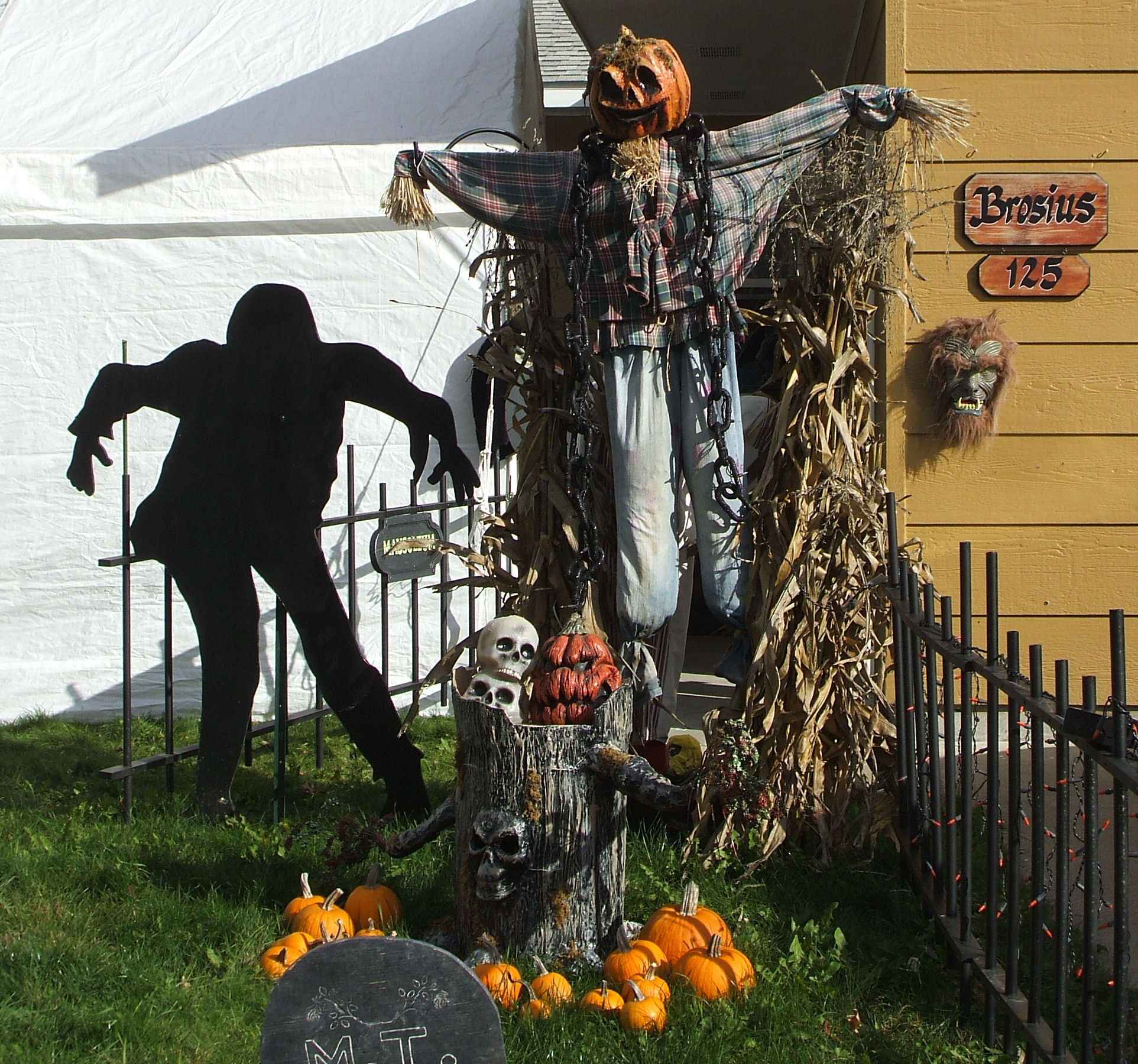 Halloween Outdoor Decorations | Dead End Cemetery ...