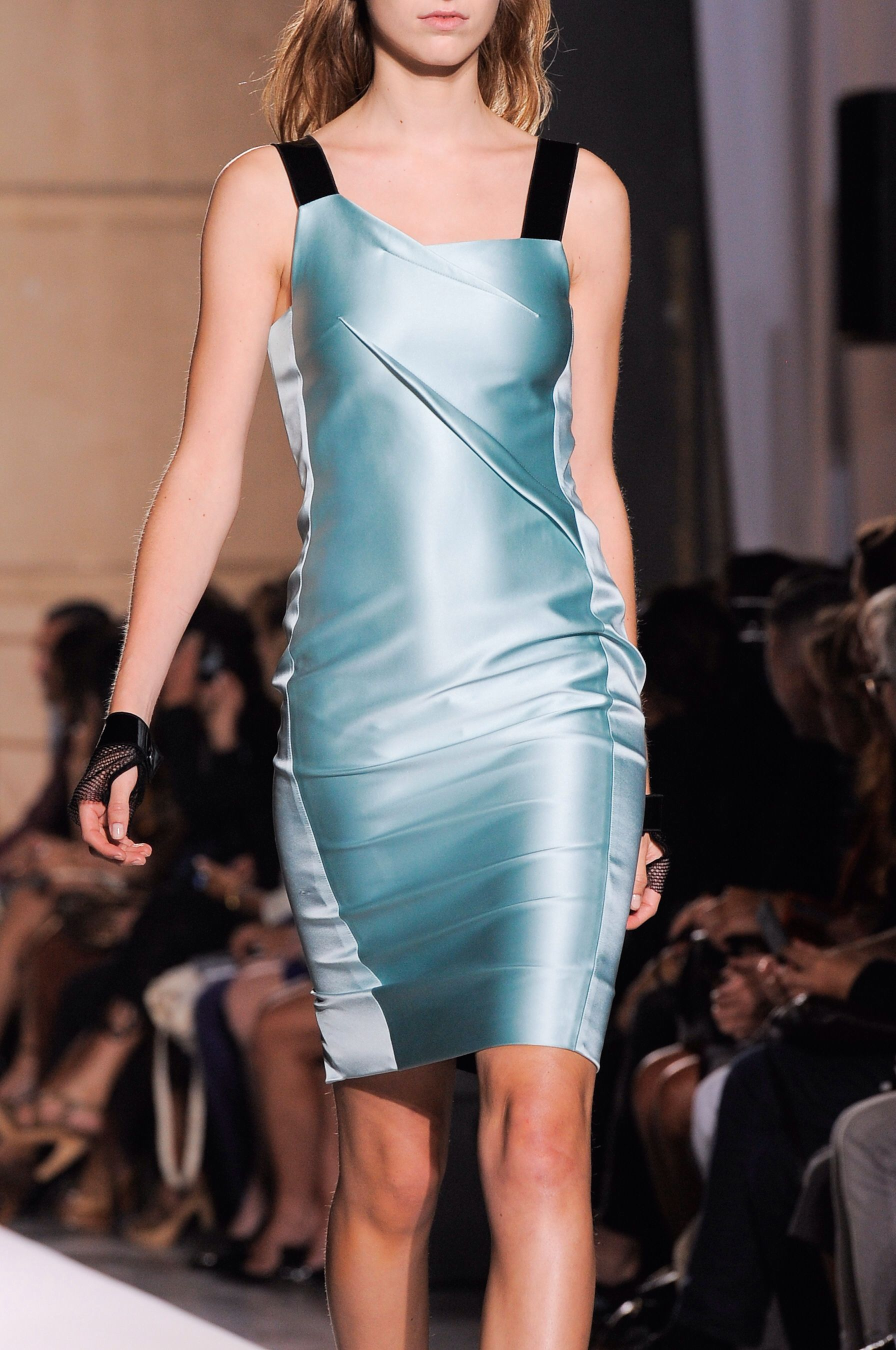 +++ Roland Mouret + Spring / Summer 2014 + PFW + RTW +++ #PatchWorked #PVC #younger #strips #monochrome #draping #RolandMouret @Roland_Mouret #fashion #moda #verano2014 #fashionweek #Paris #pfw #ss2014 #spring2014 #rtw #summer2014 #primavera2014 #runway @ISAZAalejandro