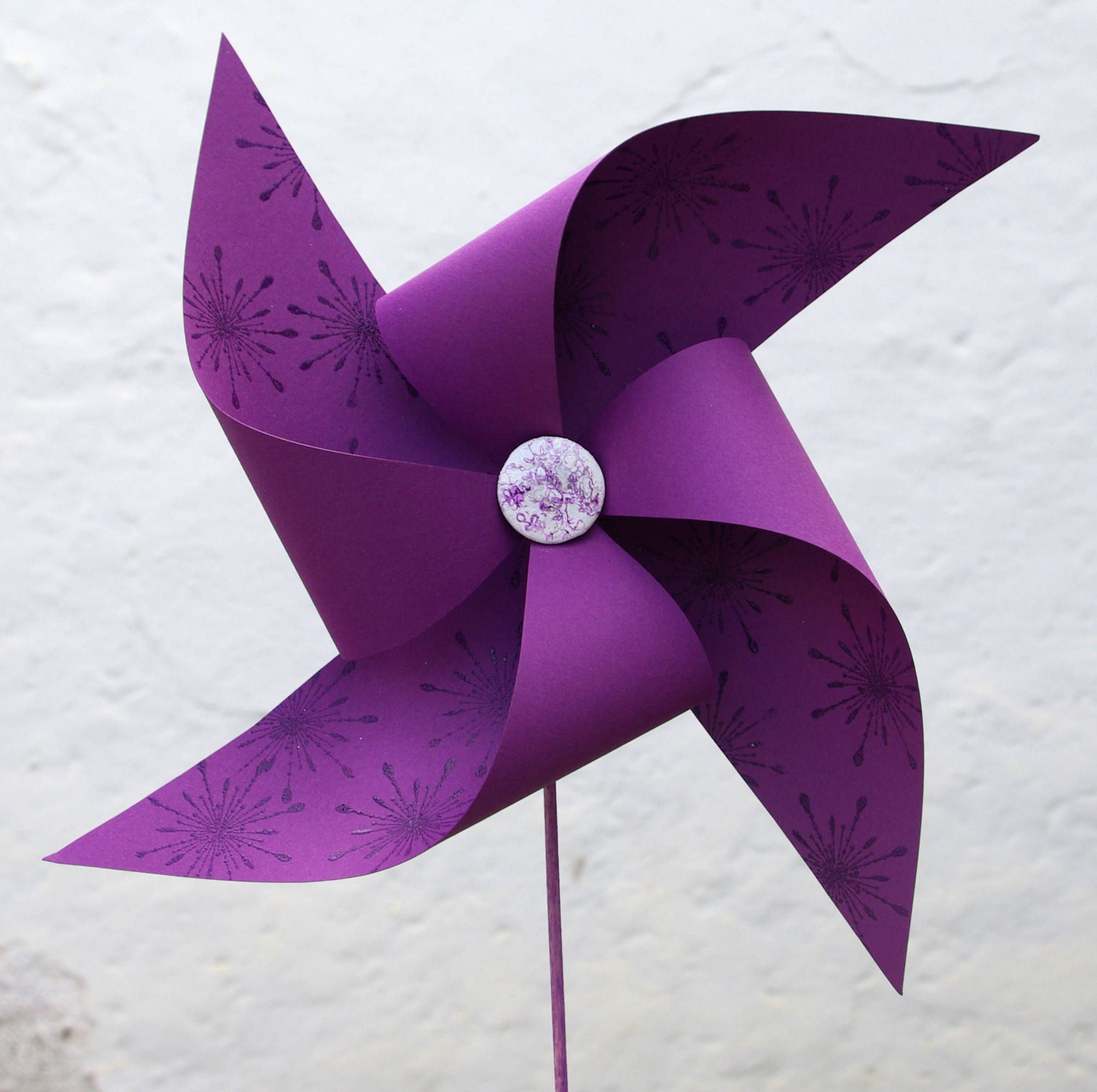 Make a Fun Paper Pinwheel with This Free PDF Template | Color, Lilas ...