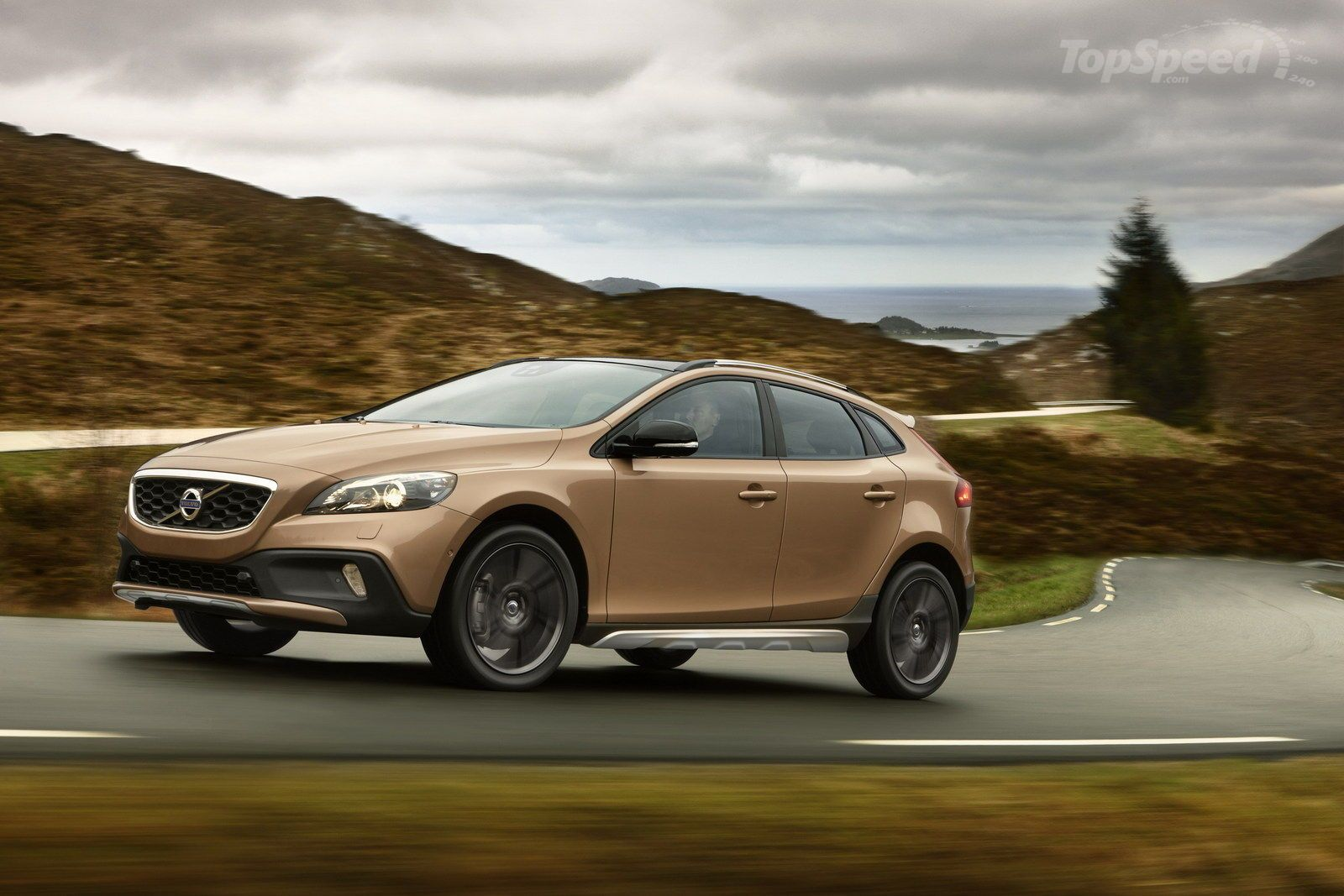 2013 2015 Volvo V40 Cross Country Pictures Photos Wallpapers And Videos Top Speed Volvo V40 Cross Country V40 Cross Country Volvo V40