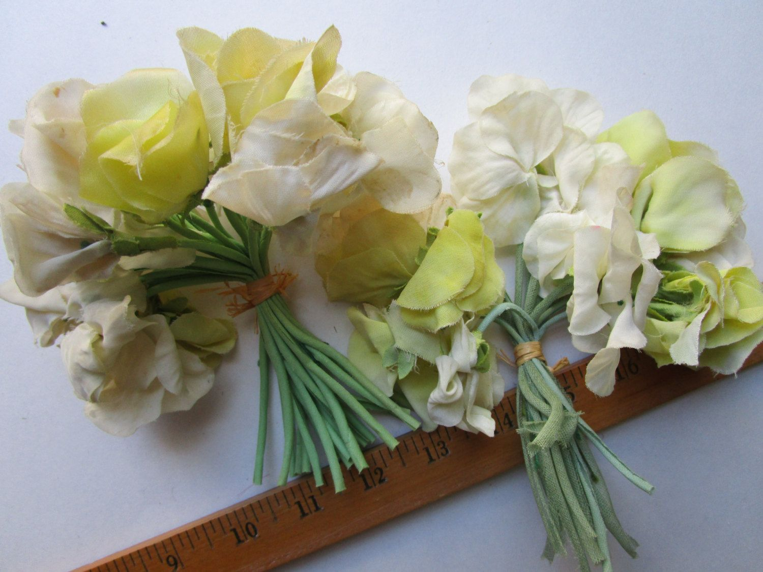36 Chartreuse Yellow Ivory Silk Flowers Vintage 1950s Millinery Hat