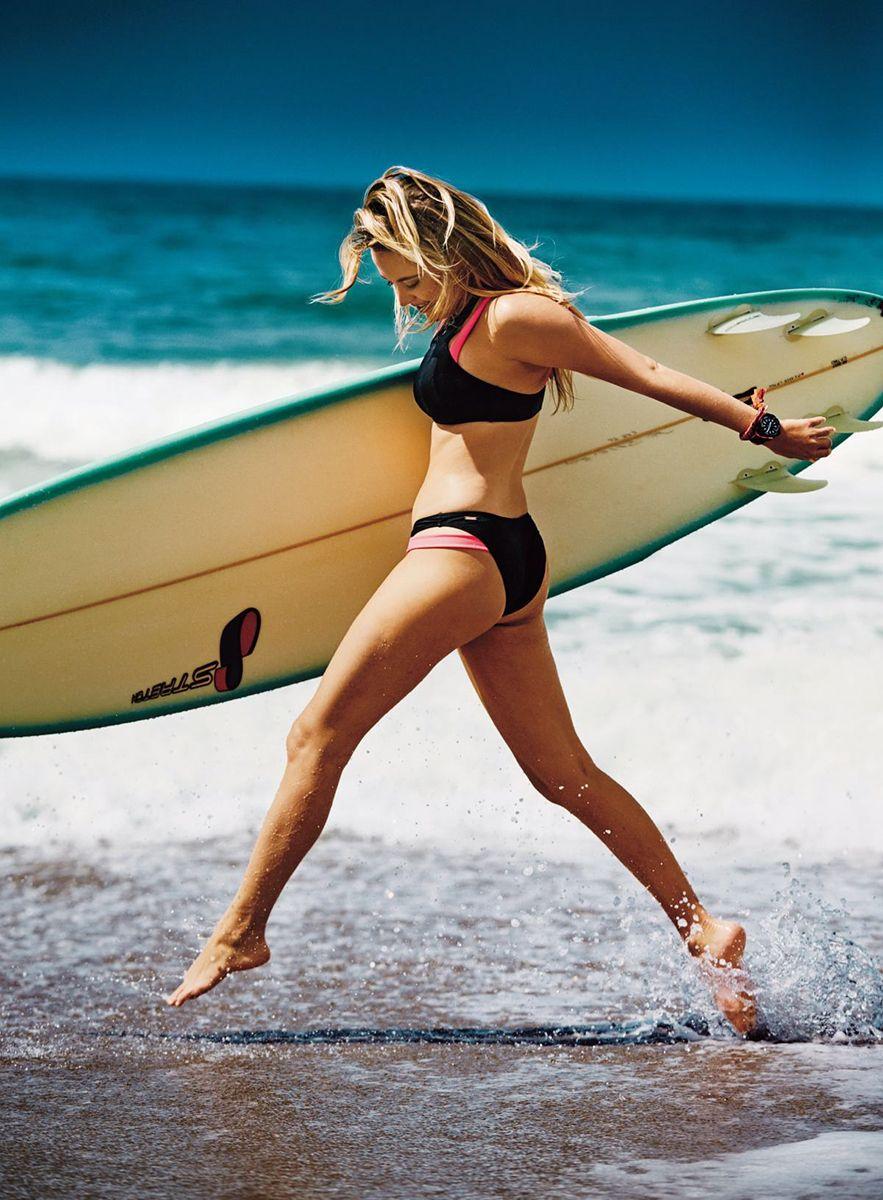 Hot Feet Maika Monroe naked photo 2017