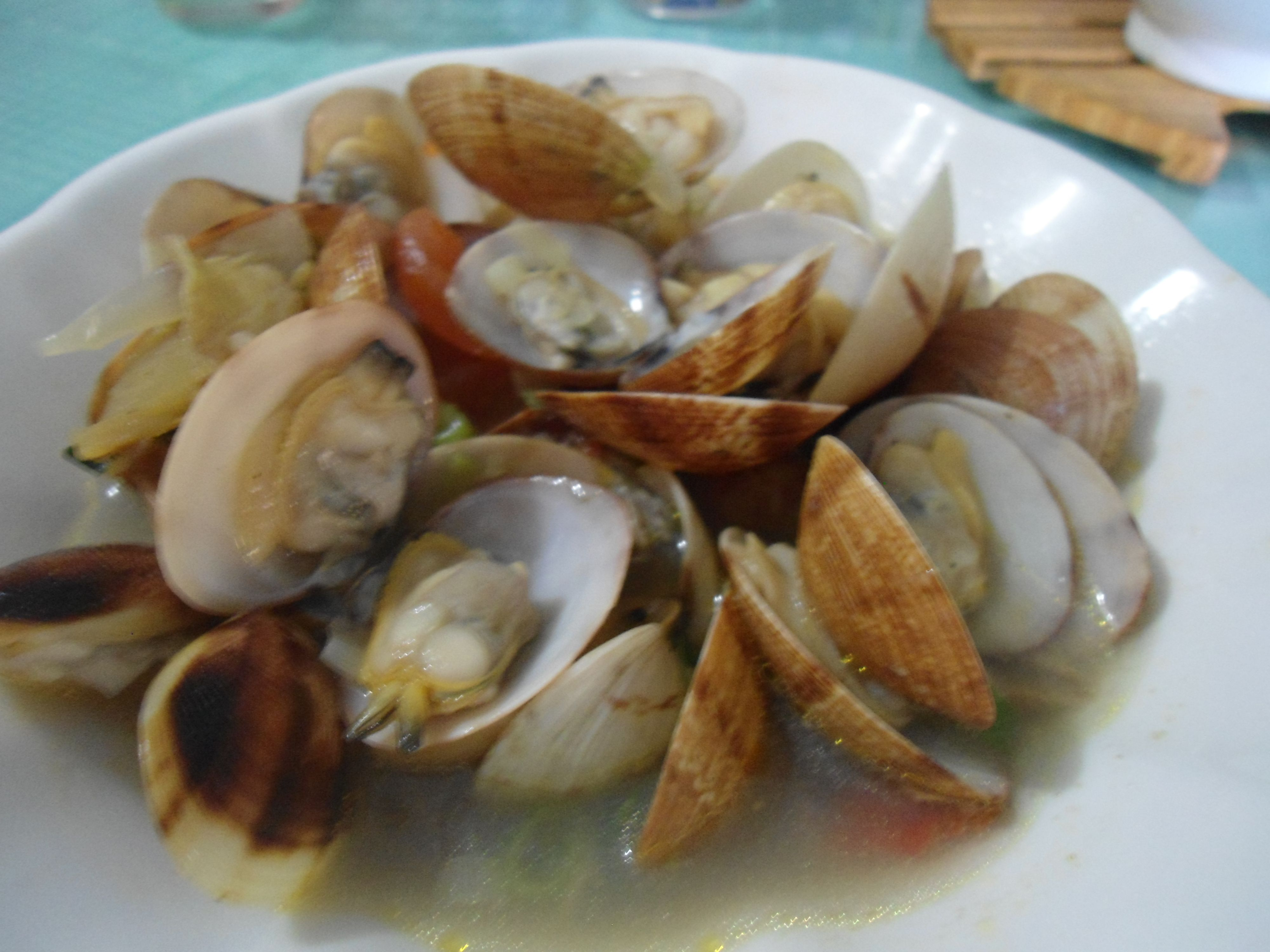 tinolang halaan [clams soup with ginger and chili leaves]