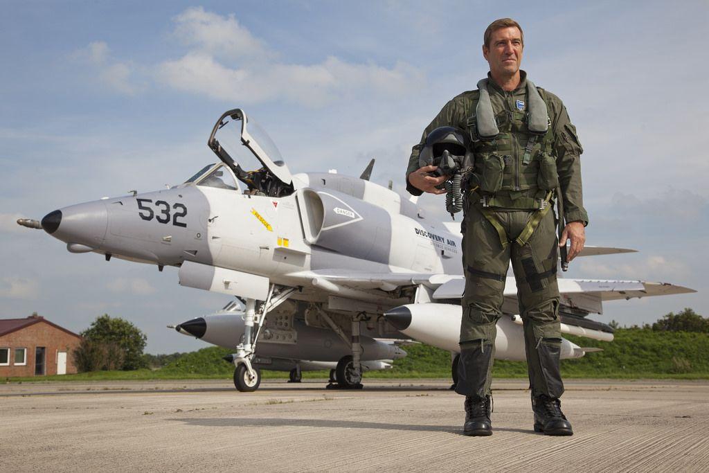 C-FGZO_A-4NSkyhawk_DiscoveryAirDefence_ETNT_Pilot