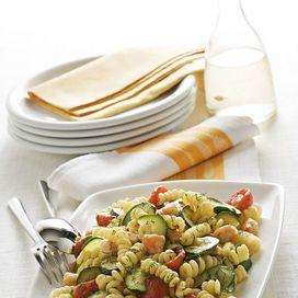 Ingredienti320 g di fusilli bucati corti300 g di code di gamberi2 zucchinevino bianco100 g di pomodorini ciliegia1 spicchio d'aglio10 g di finocchietto selvatico frescoolio extravergine di oliva &