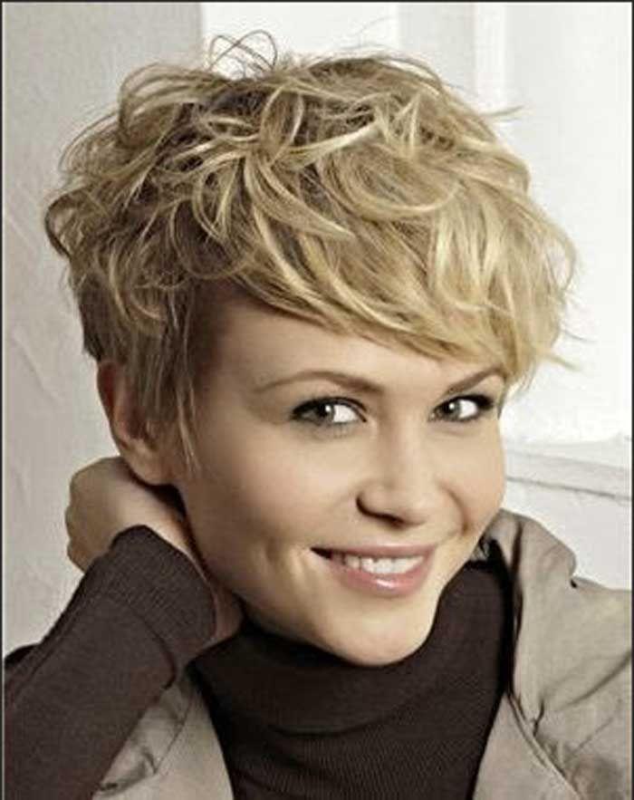 Elegante Kurzhaarfrisuren Locken Damen Stylen Ideen Fur Schone Frisur Damen Ovale Gesicht Mode Optionen Mit Kurzhaarfrisur Locken Haarschnitt Kurz Haarschnitt