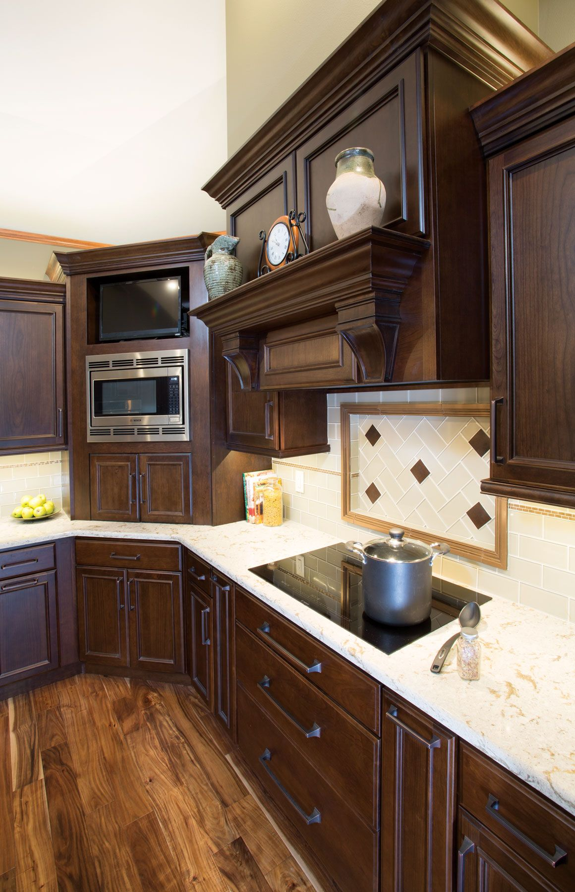 Best Starmark Cabinetry's Harbor Door Style In Cherry Finished 400 x 300