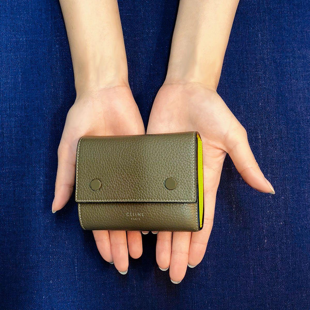 brand new 90f59 576f3 収納力が完璧なセリーヌの三つ折りミニ財布。【手のひらの宝物 ...