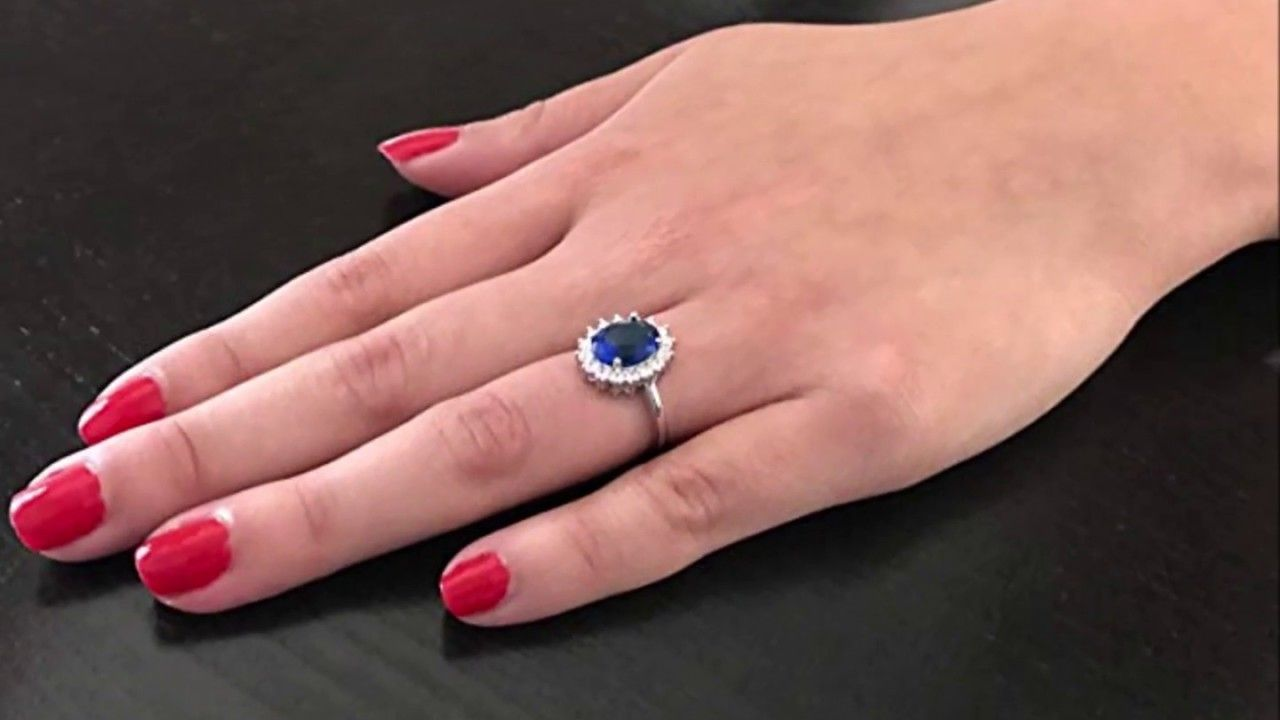 Kate Middleton\'s Engagement Ring with Simulated Sapphire Blue Color ...