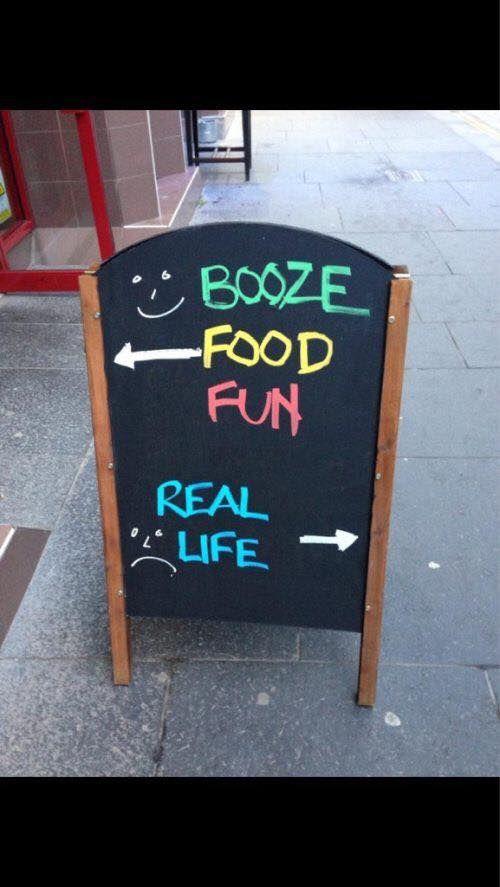 35 Funny Sandwich Board Signs Seen Outside Bars And Pubs Funny Signs Pub Signs Funny Pictures