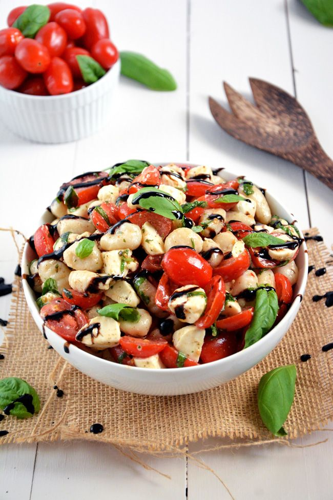 Gnocchi Caprese Salad | Caprese Salad gets made over and tossed with delicious gnocchi for an easy and wholesome, make ahead salad! #salad #...