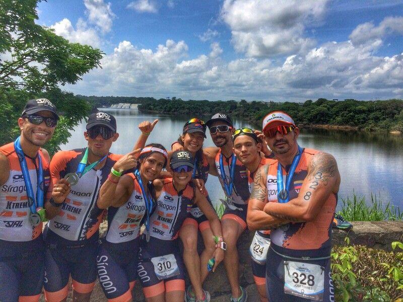 Team 3ValClub felices después de completar el #Triasoul #Venezuela uniformados con Mac Pro XX costumizado #OGDesign #triathlon #TriathlonClothing