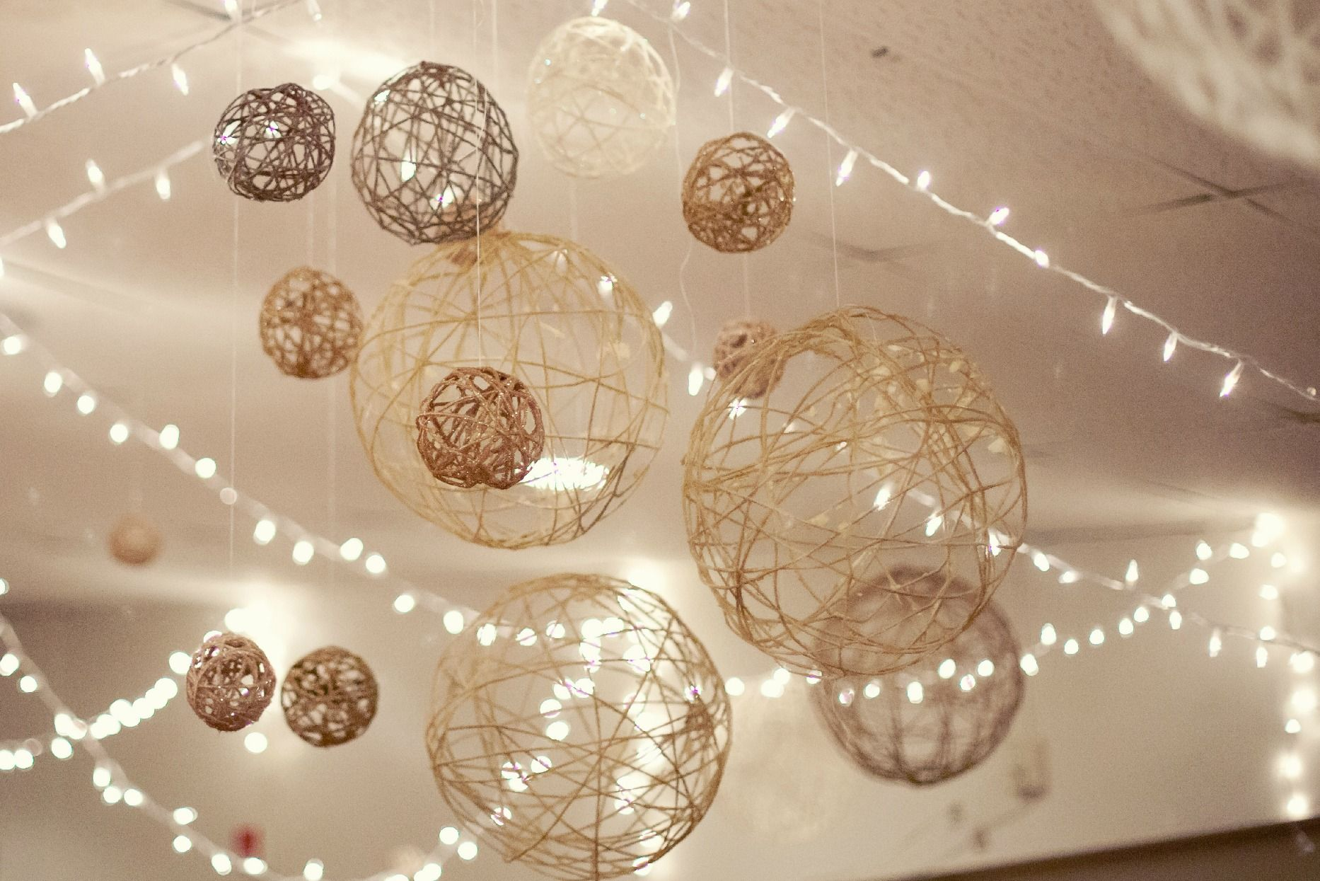 Balloon String Lights Diy : DIY String Balls... balloons, elmers glue, string, and spray paint Blue and Yellow Rustic ...