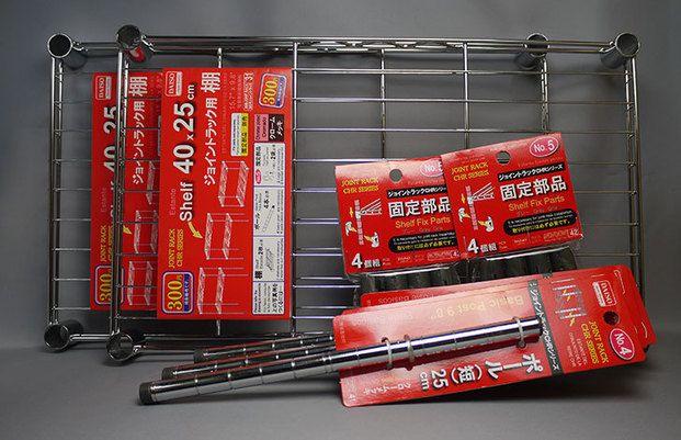 隙間収納!ダイソーの「ジョイントラック」棚は一番小さな30x15cmで100円、それ以外は¥300、ポールは1本¥100、ジョイント部分パーツは4個入りで¥100。